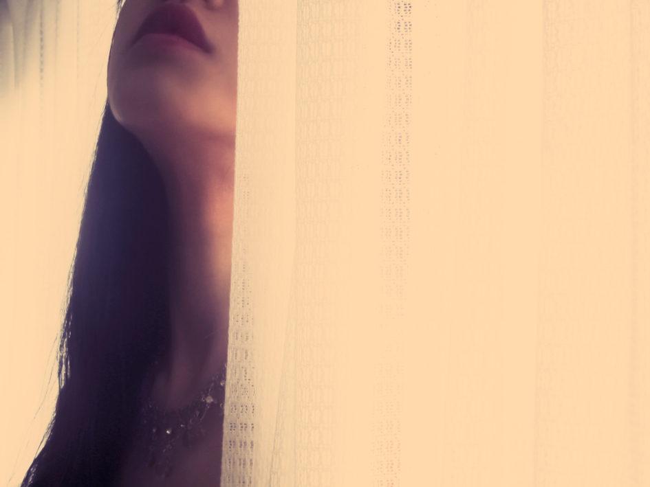窓辺で消えた女